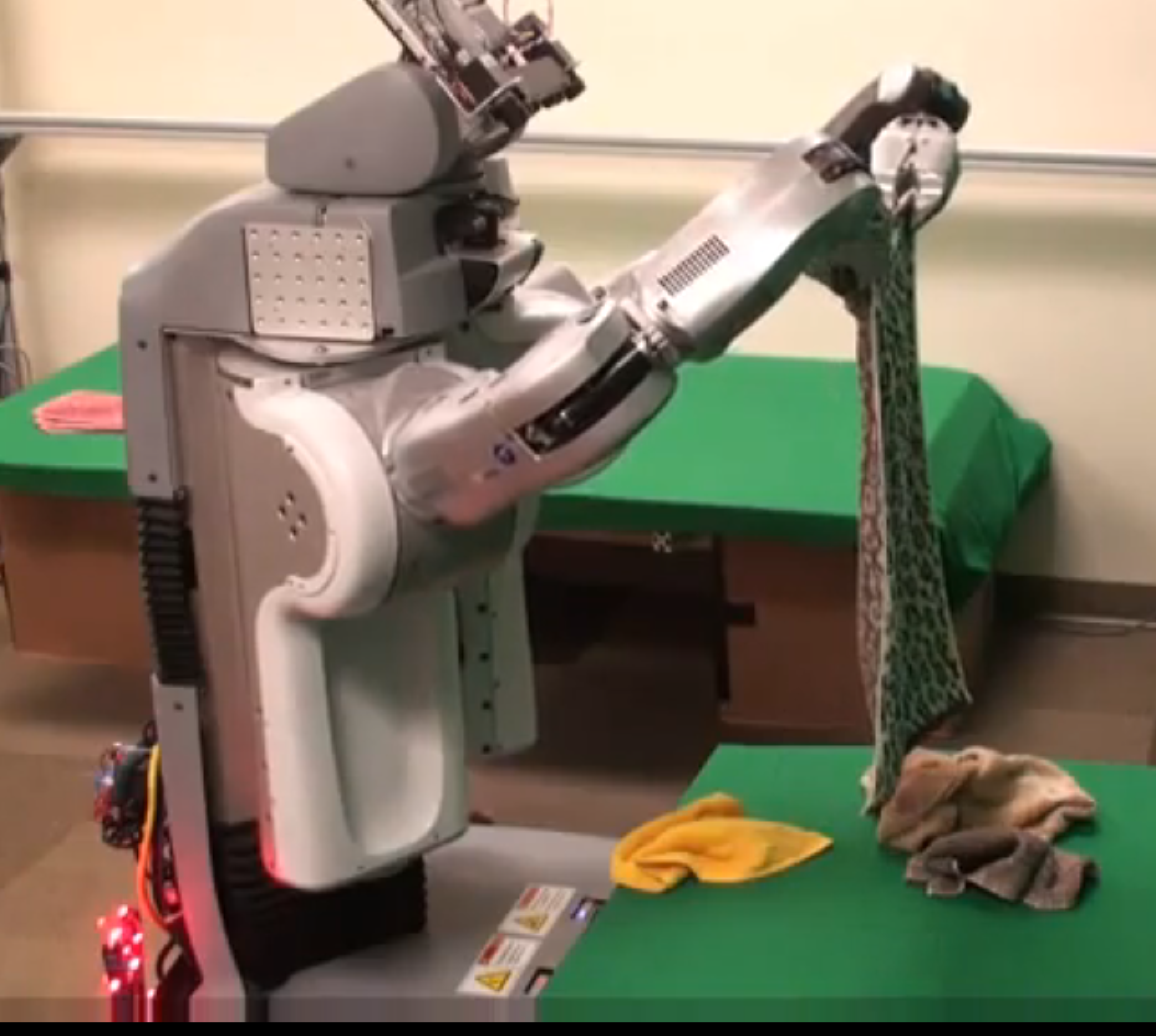 Robot folds clothes - seriously